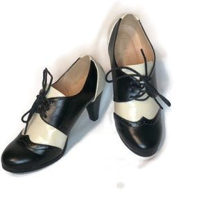CHASE AND CHLOE lace up oxfords size 7.5